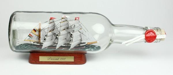 Passat 700 ml runde Flasche Buddelschiff Flaschenschiff