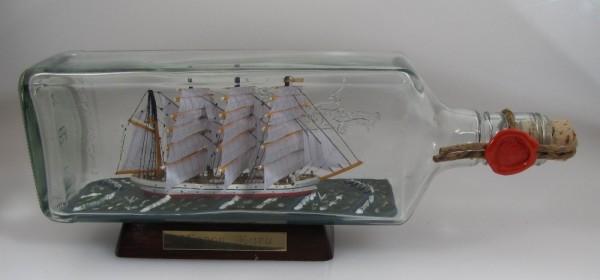 Nippon Maru Japan eckige Ginflasche 0,7 Liter Buddelschiff Museumsqualität