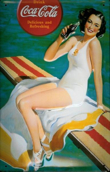 Blechschild Coca Cola Lady am Pool Frau mit Handtuch Coke nostalgisches Werbeschild retro Schild