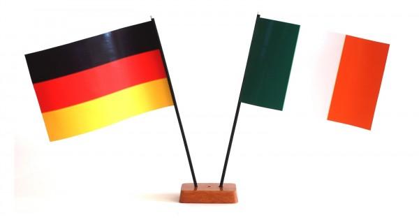 Mini Tischflagge Irland 9x14 cm Höhe 20 cm mit Gratis-Bonusflagge und Holzsockel Tischfähnchen