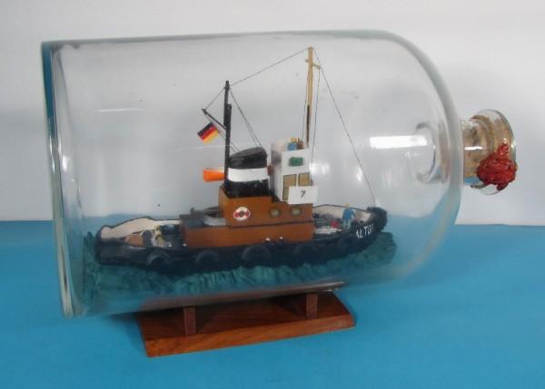 Buddelschiff Hafenschlepper ALTONA in 5 Liter Flasche