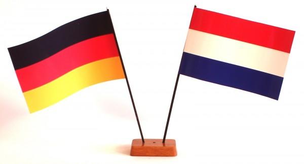 Mini Tischflagge Niederlande Holland 9x14 cm Höhe 20 cm mit Gratis-Bonusflagge und Holzsockel Tischf