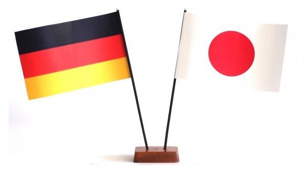 Mini Tischflagge Japan 9x14 cm Höhe 20 cm mit Gratis-Bonusflagge und Holzsockel Tischfähnchen