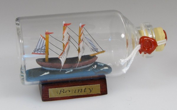 Bounty Mini Buddelschiff 50 ml ca. 7,2 x 4,5 cm Flaschenschiff