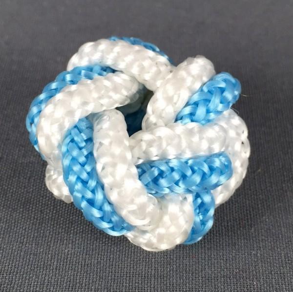 Makrameeknoten hellblau / weiss für Halstuch