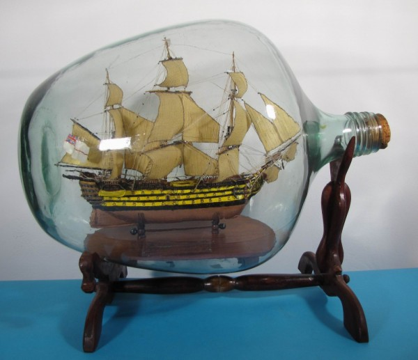 Buddelschiff HMS Victory in 40 Liter Flasche 55x34 cm