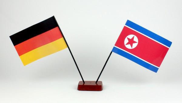 Mini Tischflagge Nordkorea Nord Korea 9x14 cm Höhe 20 cm mit Gratis-Bonusflagge und Holzsockel Tisch