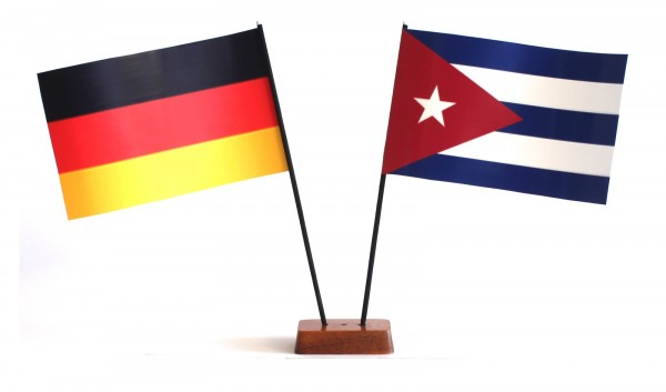 Mini Tischflagge Kuba 9x14 cm Höhe 20 cm mit Gratis-Bonusflagge und Holzsockel Tischfähnchen