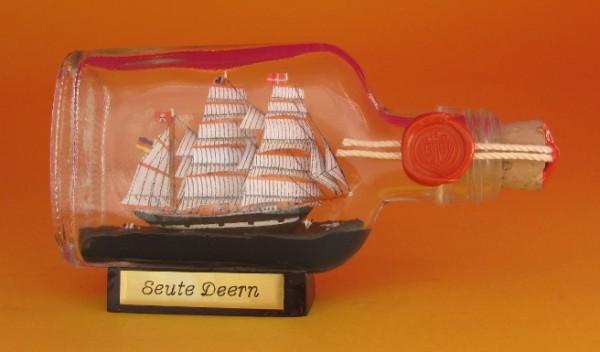 Seute Deern Buddelschiff Flachmann 0,1 Liter ca. 14x7 cm Flaschenschiff