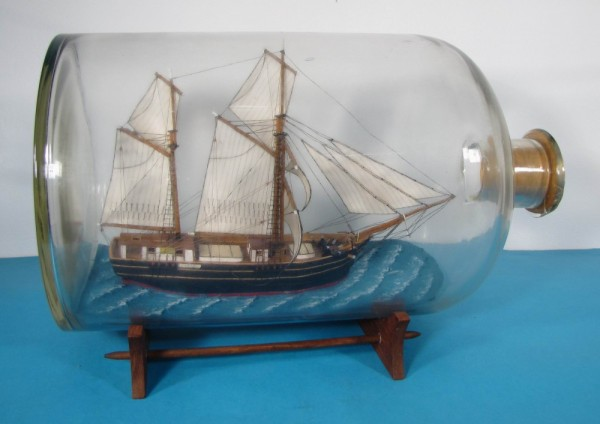 Buddelschiff Schoner EXPERIMENT von Jonny Reinert 10 Liter Apothekerflasche 40x24 cm