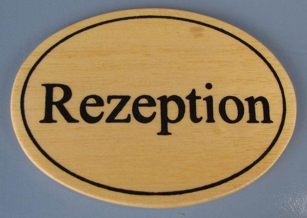 Ovales Holz - Türschild Rezeption 7x10 cm helles Holzschild