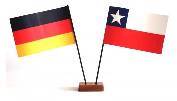 Mini Tischflagge Chile 9x14 cm Höhe 20 cm mit Gratis-Bonusflagge und Holzsockel Tischfähnchen