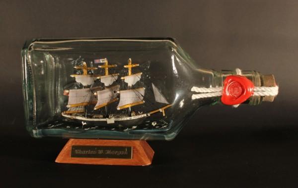 Charles W. Morgan Walfänger Moby Dick eckige Ginflasche 0,375 Liter Buddelschiff Museumsqualität