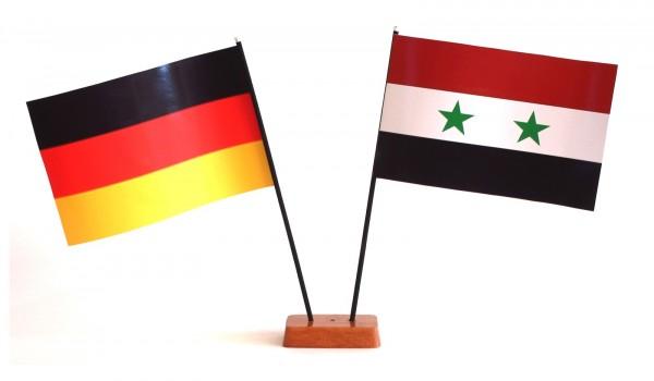 Mini Tischflagge Syrien 9x14 cm Höhe 20 cm mit Gratis-Bonusflagge und Holzsockel Tischfähnchen