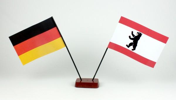 Mini Tischflagge Berlin Bär 9x14 cm Höhe 20 cm mit Gratis-Bonusflagge und Holzsockel Tischfähnchen