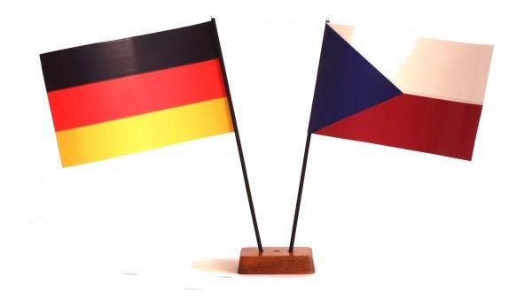 Mini Tischflagge Tschechien 9x14 cm Höhe 20 cm mit Gratis-Bonusflagge und Holzsockel Tischfähnchen