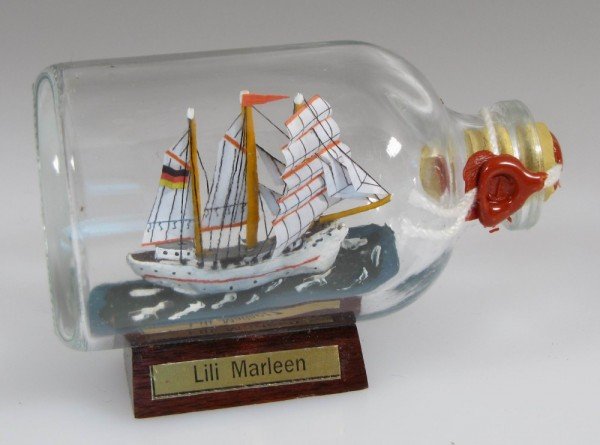 Lili Marleen Mini Buddelschiff 50 ml ca. 7,2 x 4,5 cm Flaschenschiff