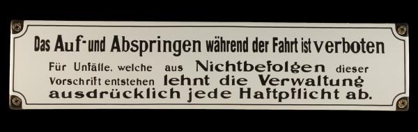 Eisenbahn Schild Das Auf- und Abspringen während der Fahrt ist verboten