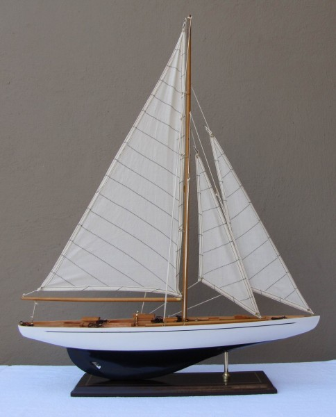 Schiffsmodell Segelyacht (weiß/blau) aus Holz 80x60 cm Modellschiff Schiffsmodelle