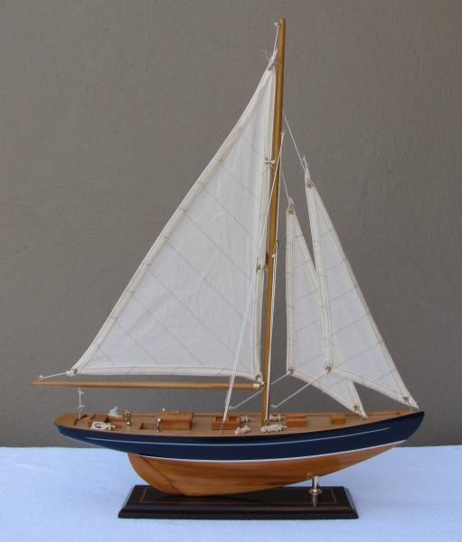 Schiffsmodell Segelyacht (blau/natur) aus Holz 54x43 cm