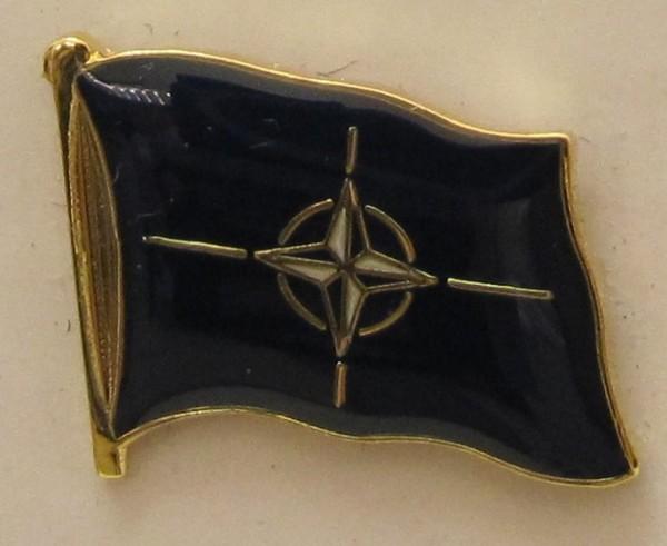 NATO Pin Anstecker Flagge Fahne